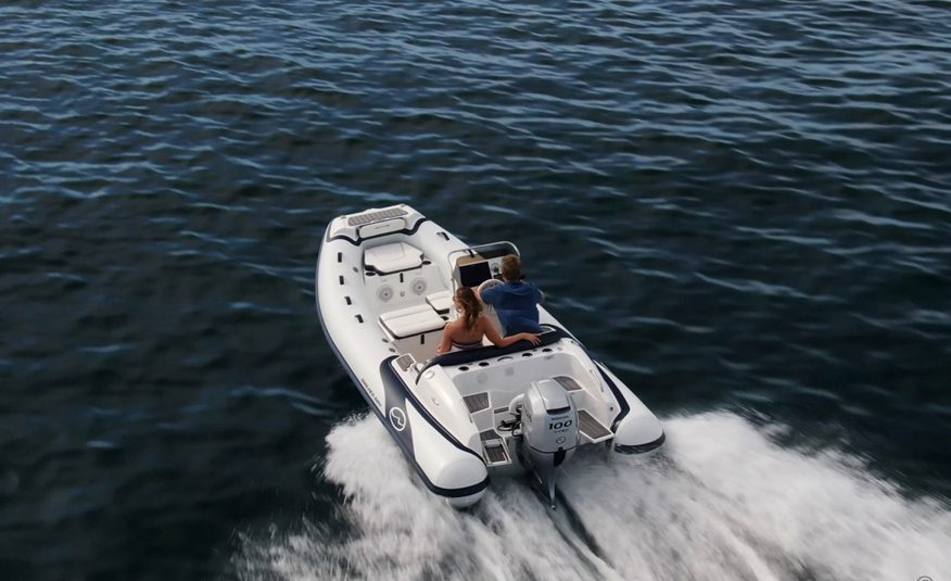 Walker Bay Venture 16 with 4 Seat Console