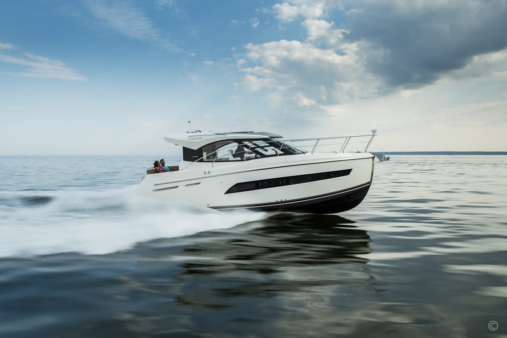 Yachts for Sale in London UK - Grosvenor Yachts - Carver C34 Coupe