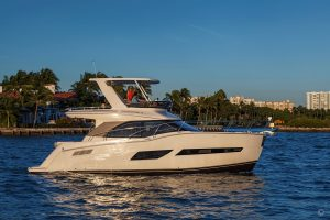Yachts for Sale in London UK - Grosvenor Yachts - Carver C40 Command Bridge