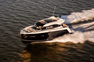 Yachts for Sale in London UK - Grosvenor Yachts - Carver C52 Coupe