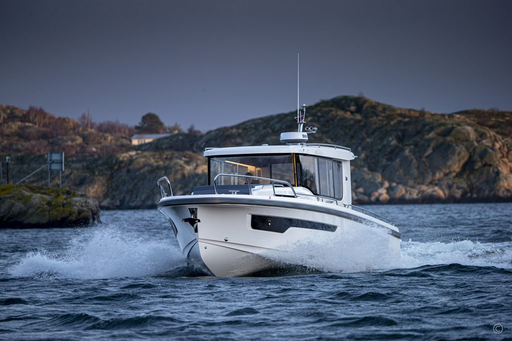 Boats for Sale in London UK - Grosvenor Yachts - Nimbus Commuter 11
