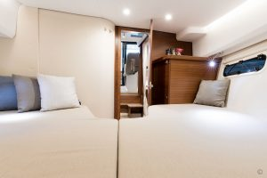 Yachts for Sale in London UK - Grosvenor Yachts - Nimbus 305 Coupe