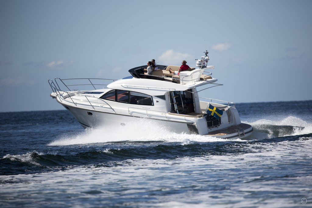 Yachts for Sale in London UK - Grosvenor Yachts - Nimbus Flybridge 405