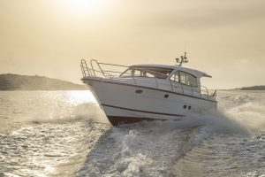 Yachts for Sale in London UK - Grosvenor Yachts - Nimbus 405 Coupe