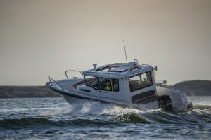 Boats for Sale in London UK - Grosvenor Yachts - Nimbus Commuter 9