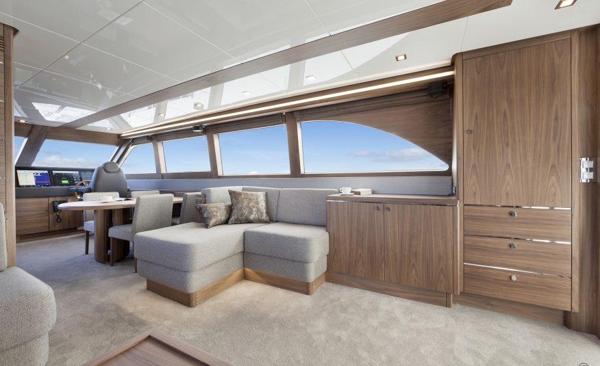 Van der Valk Flybridge 23m
