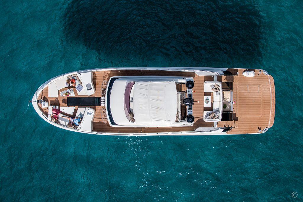 Yachts for Sale in London UK - Grosvenor Yachts - Van der Valk BeachClub 660