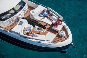 Yachts for Sale in London UK - Grosvenor Yachts - Van der Valk BeachClub 660