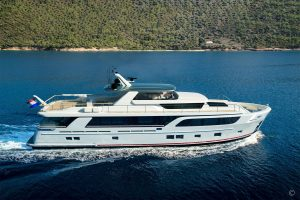 Yachts for Sale in London UK - Grosvenor Yachts - Van der Valk BeachClub Convertible