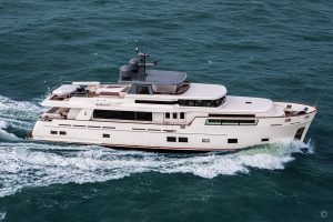 Yachts for Sale in London UK - Grosvenor Yachts - Van der Valk Explorer 28.5m