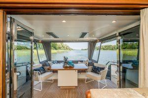 Yachts for Sale in London UK - Grosvenor Yachts - Van der Valk Flybridge 18m