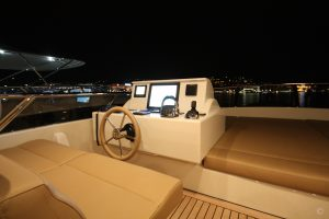 Yachts for Sale in London UK - Grosvenor Yachts - Van der Valk Flybridge 24.6m