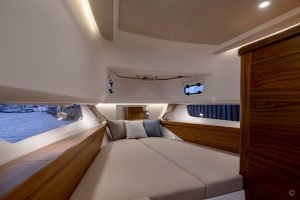 Yachts for Sale in London UK - Grosvenor Yachts - Nimbus Commuter 11